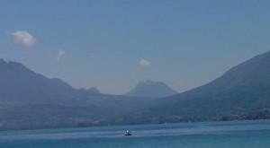 La femme couchee au bord du Lac d'Annecy