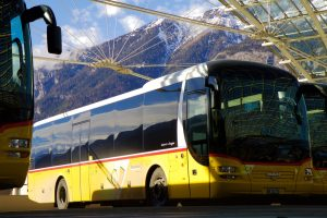 bus-car-montagne